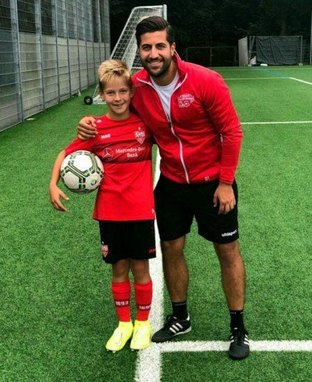 Kind mit einem Trainer